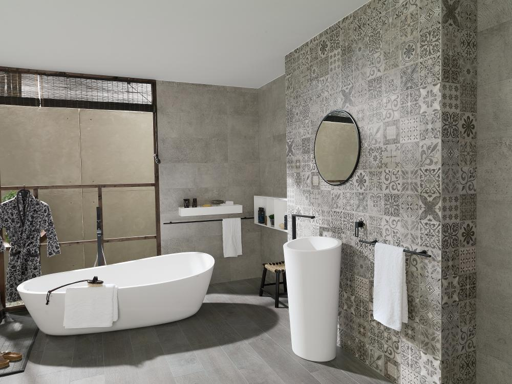 Porcelanosa Antique Grey 31.6 x 90 cm Installation Image