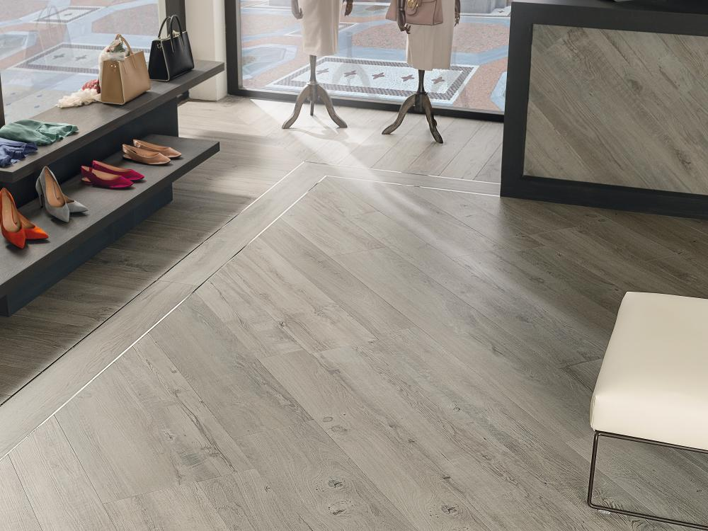 Porcelanosa Manhattan Silver Floor Installation Image