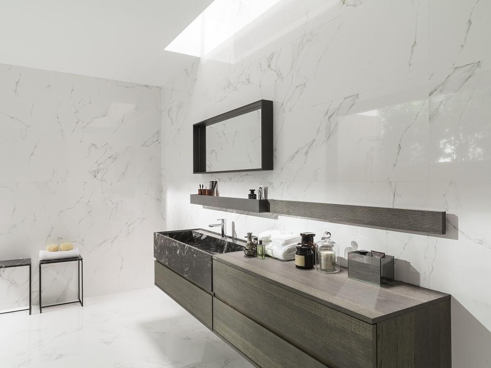 Porcelanosa Marmol Carrara Blanco 45x120 Installation Image