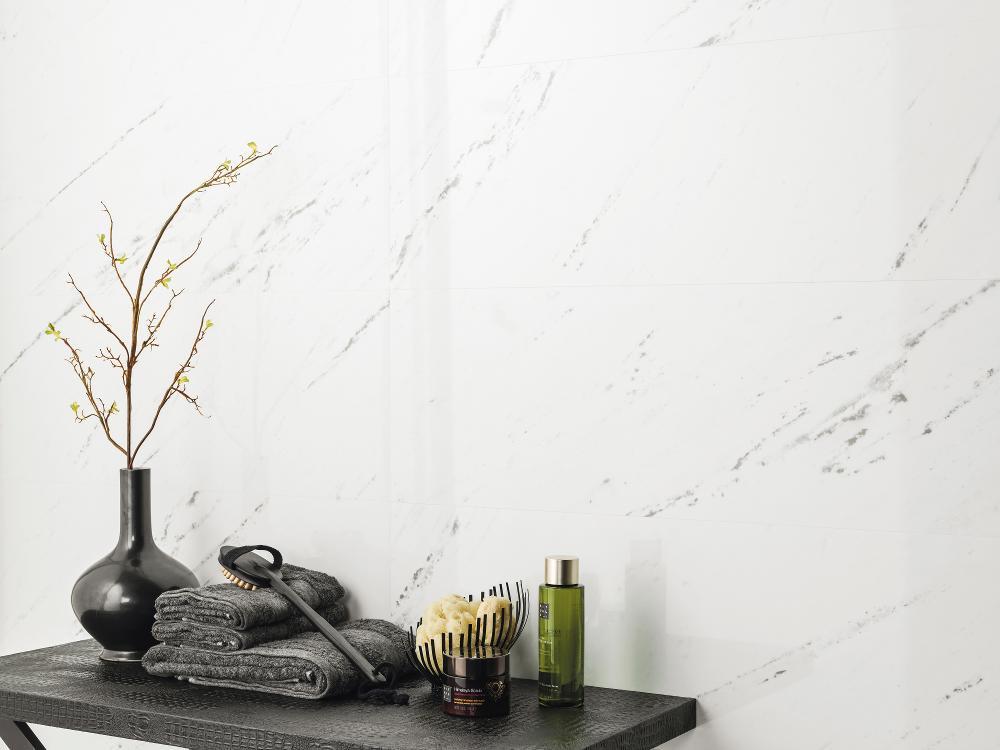 Porcelanosa Marmol Toscana Blanco 33.3 x 100 Installation Image