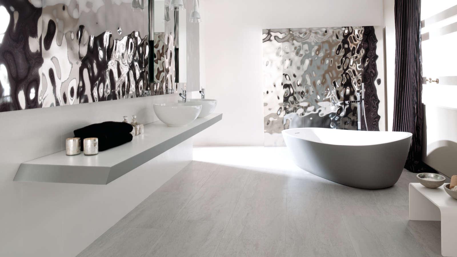 Porcelanosa Sea Silver 33.3x100 Ace Basic Blanco 33.3x100 Madagascar Natural 44x66